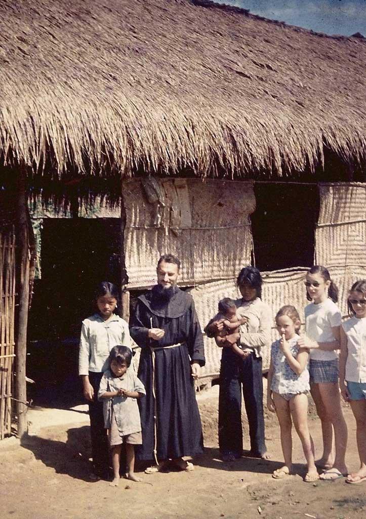 Vietnam_Corentin_missionnaire_1964.jpg